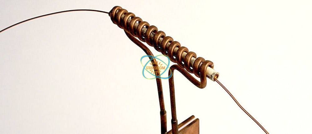 copper-wire-passing-through-coil